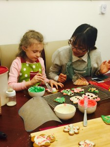 decorating cookie